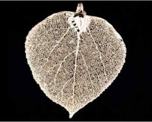 Wisiorek liść lipy - biżuteria artystyczna